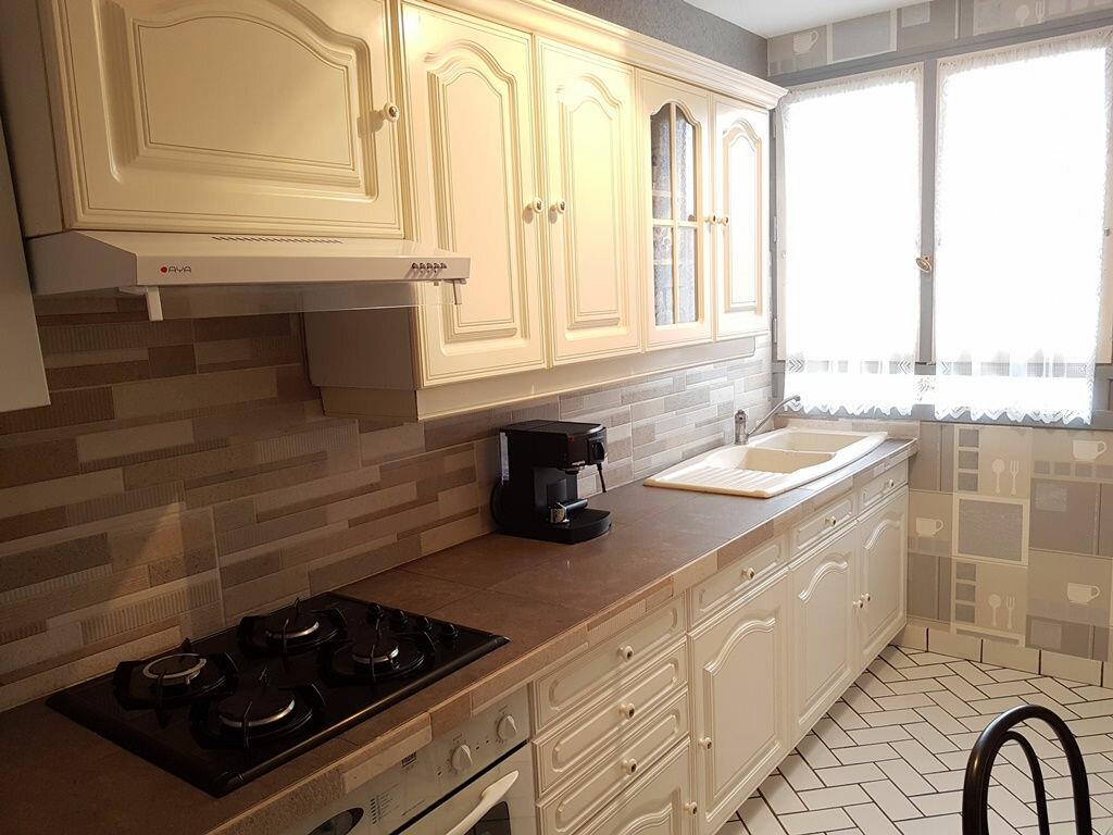 Achat Appartement 5 pièces à Saint-Julien-les-Villas - vignette-1