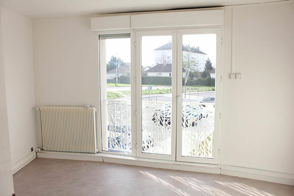 Achat Appartement 5 pièces à La Chapelle-Saint-Luc - vignette-1