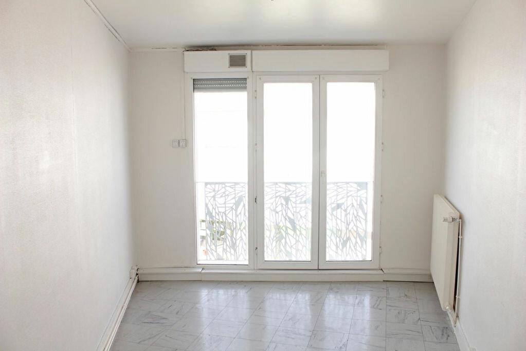 Achat Appartement 5 pièces à La Chapelle-Saint-Luc - vignette-5