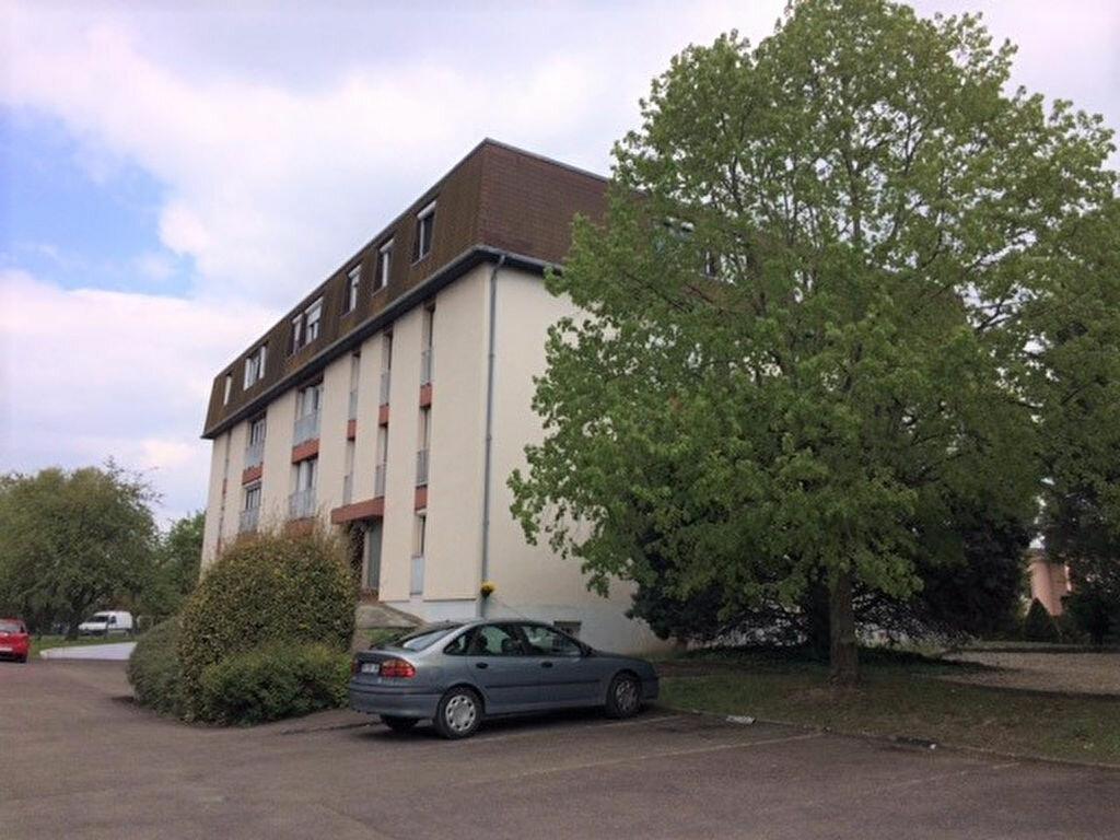 Achat Appartement 4 pièces à Saint-Julien-les-Villas - vignette-1