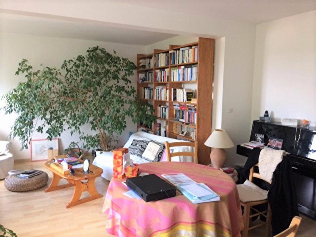 Achat Appartement 4 pièces à Saint-Julien-les-Villas - vignette-2