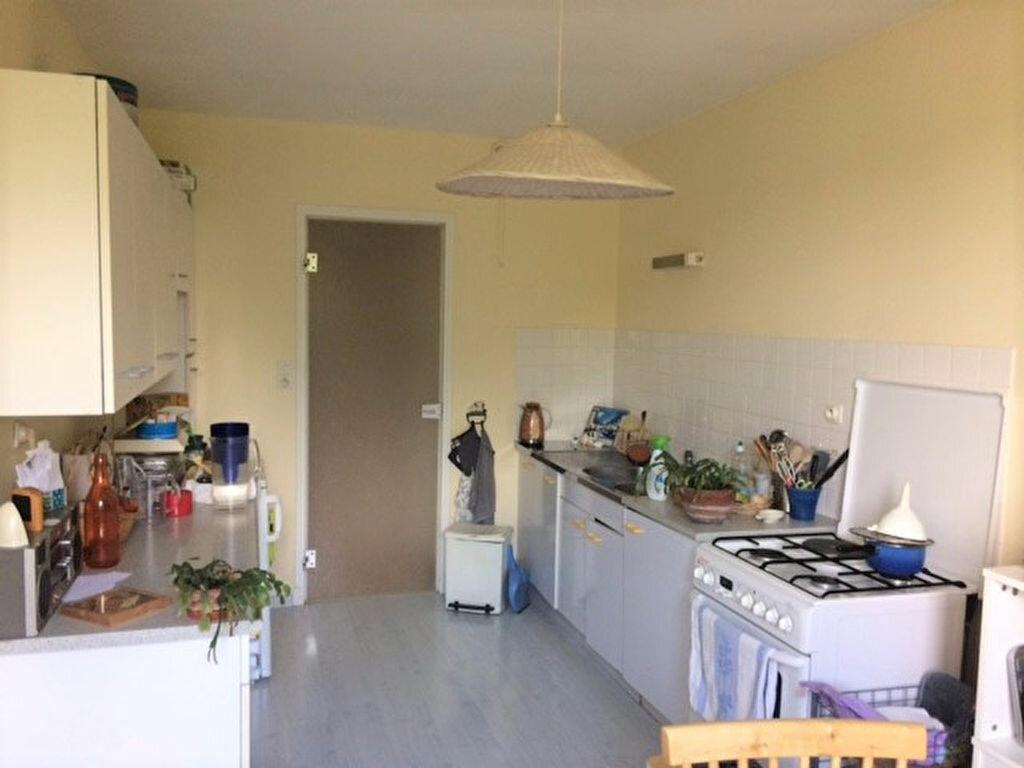Achat Appartement 4 pièces à Saint-Julien-les-Villas - vignette-4