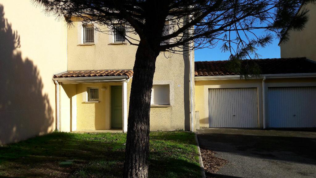 Location Maison 4 pièces à Carcassonne - vignette-1
