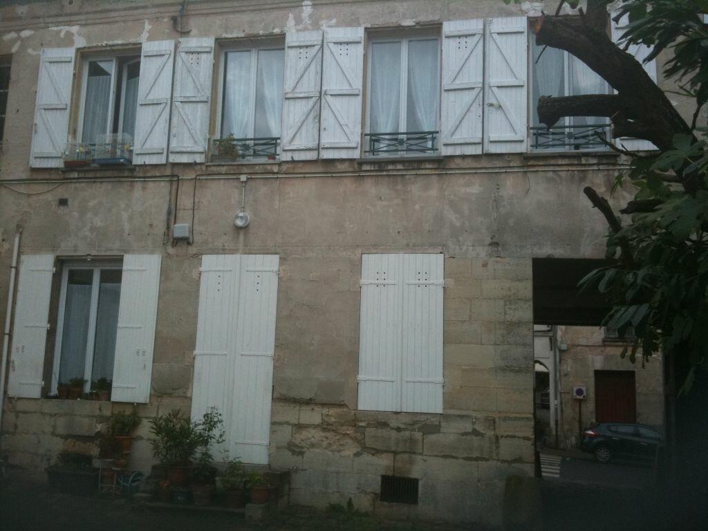 Location Appartement 2 pièces à Linas - vignette-1