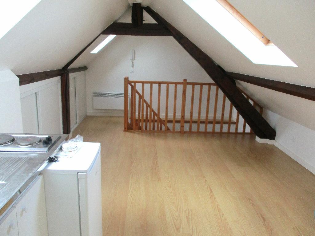 Location Appartement 1 pièce à Montlhéry - vignette-1