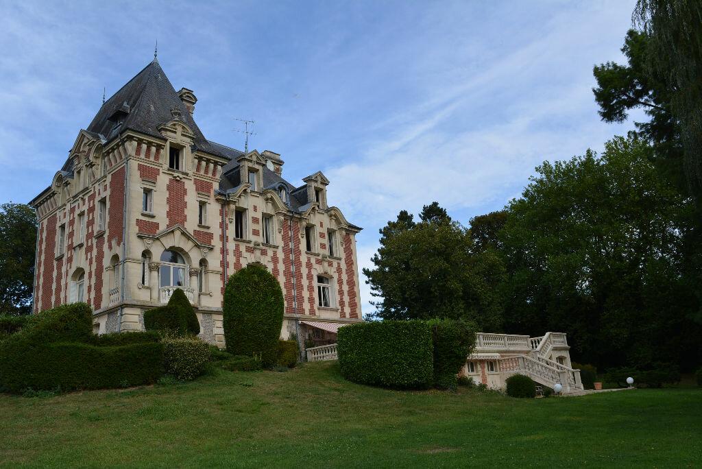 Achat Maison 13 pièces à La Chapelle-Yvon - vignette-1