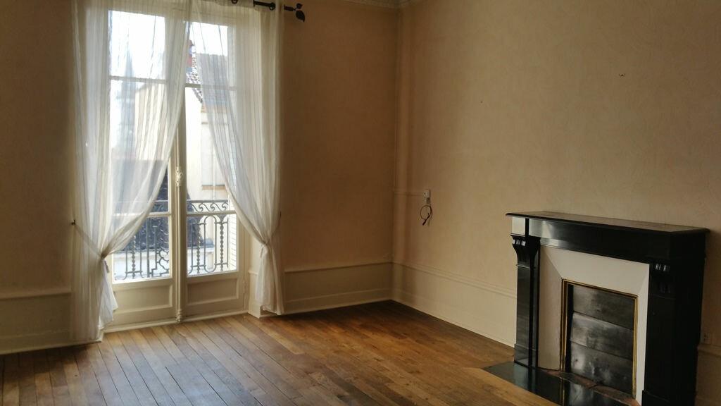 Location Appartement 4 pièces à Chalon-sur-Saône - vignette-1