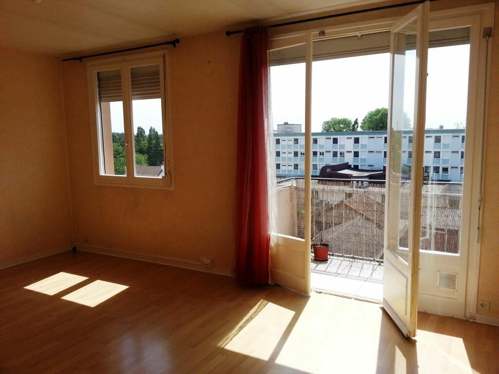 Location Appartement 3 pièces à Chalon-sur-Saône - vignette-1