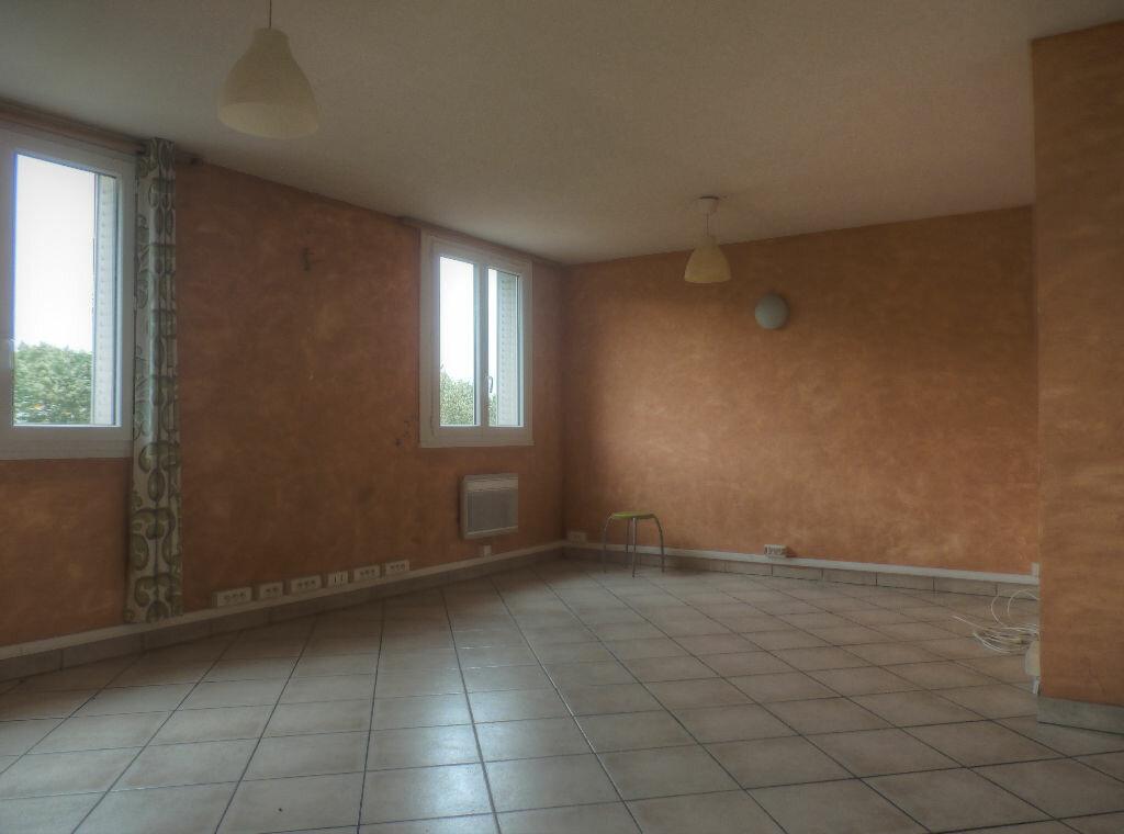 Location Appartement 4 pièces à Vénissieux - vignette-1