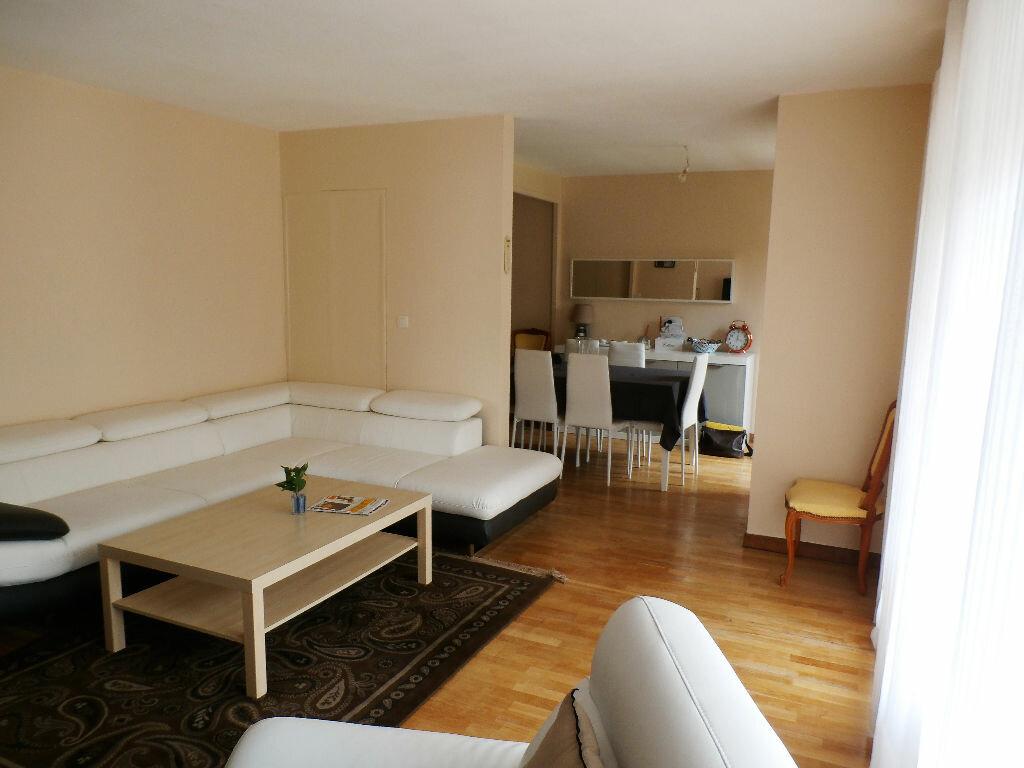 Achat Appartement 6 pièces à Lyon 8 - vignette-3
