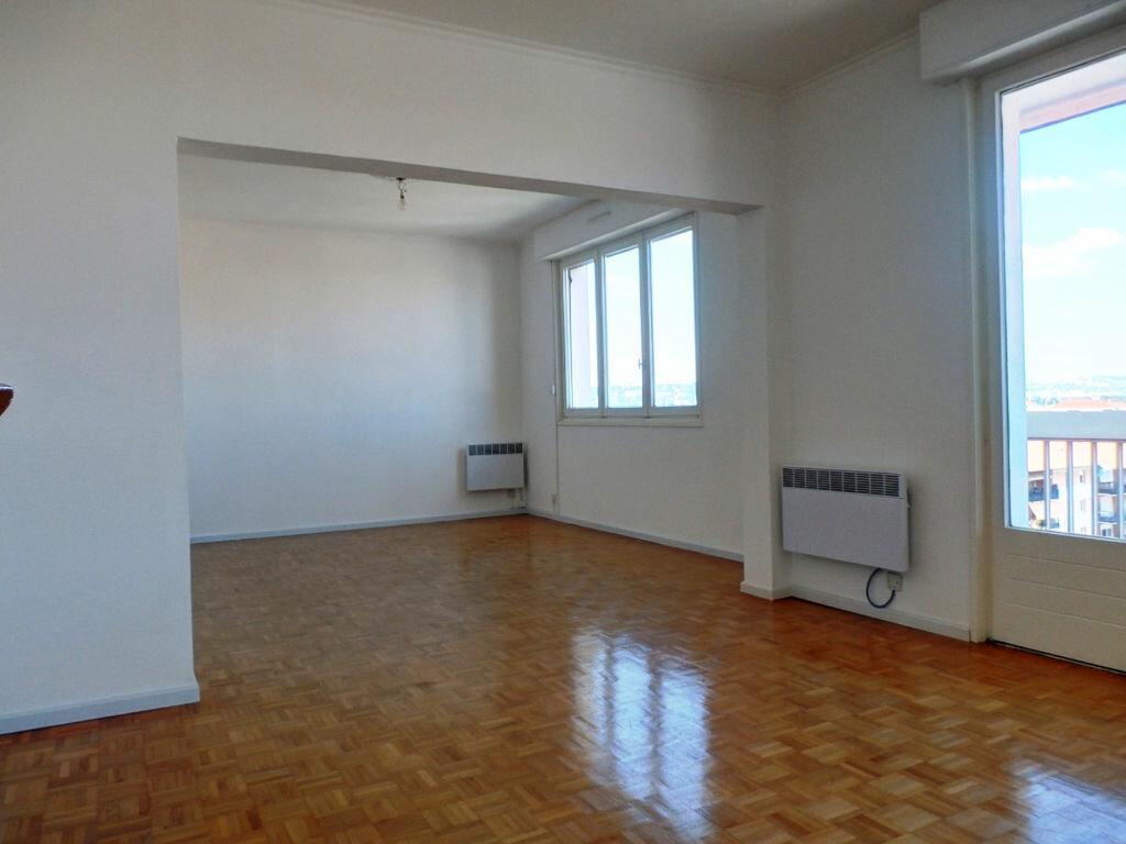 Achat Appartement 5 pièces à Saint-Fons - vignette-1