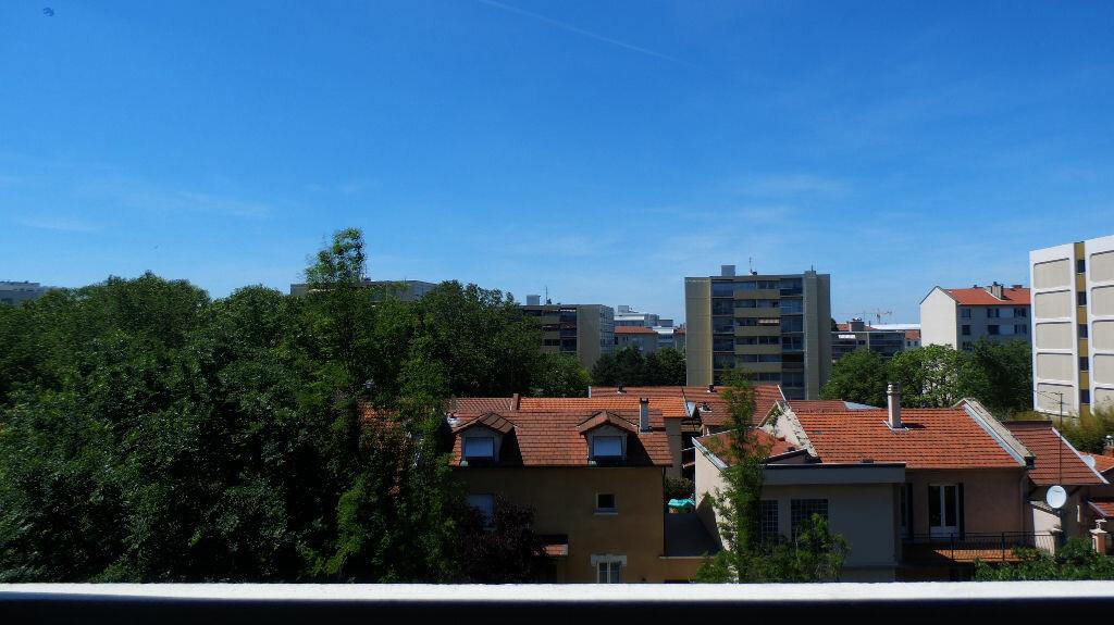 Location Appartement 3 pièces à Lyon 8 - vignette-1