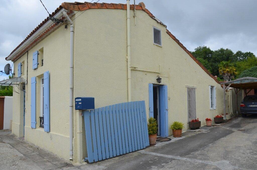 Achat Maison 4 pièces à Mortagne-sur-Gironde - vignette-1