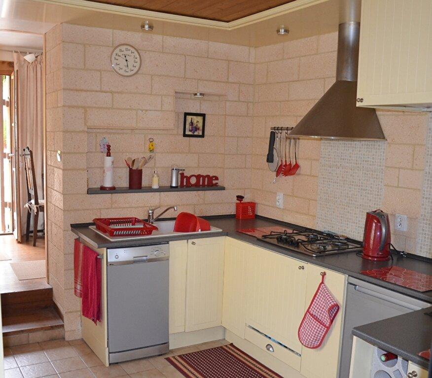 Achat Maison 4 pièces à Mortagne-sur-Gironde - vignette-2