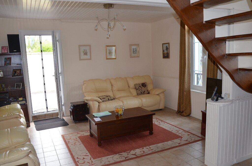 Achat Maison 4 pièces à Mortagne-sur-Gironde - vignette-3