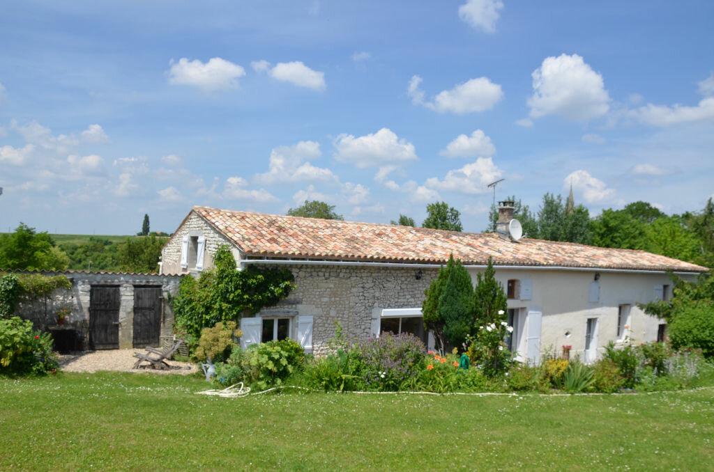 Achat Maison 4 pièces à Chenac-Saint-Seurin-d'Uzet - vignette-1