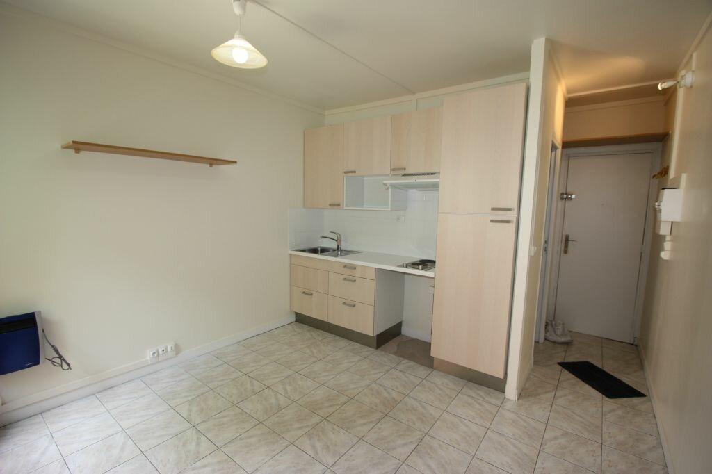 Location Appartement 1 pièce à Le Plessis-Robinson - vignette-1