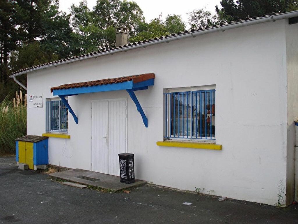 Location Local d'activité  à Anglet - vignette-1
