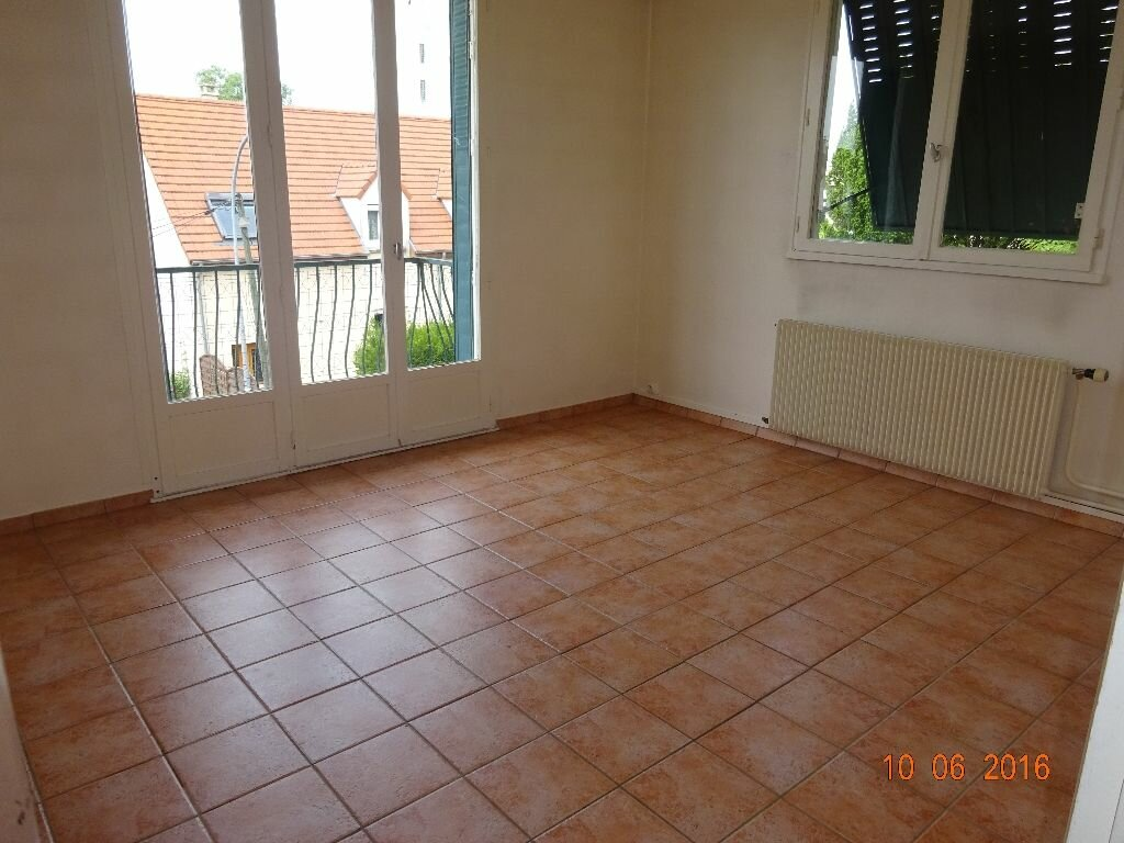 Location Appartement 4 pièces à Roissy-en-Brie - vignette-1