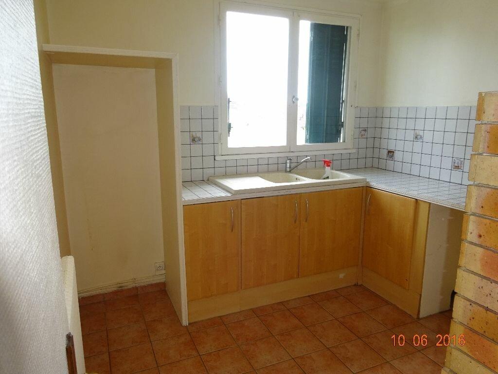 Location Appartement 4 pièces à Roissy-en-Brie - vignette-2