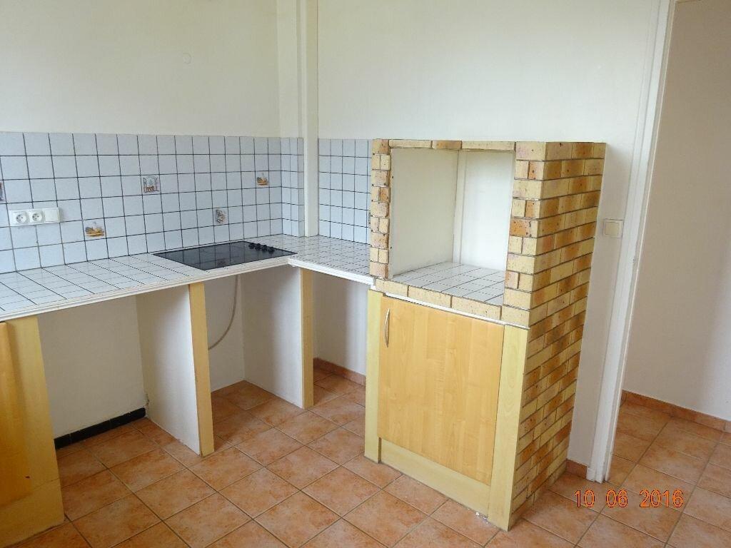 Location Appartement 4 pièces à Roissy-en-Brie - vignette-3