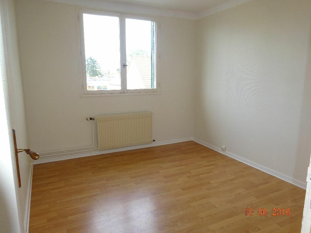Location Appartement 4 pièces à Roissy-en-Brie - vignette-5