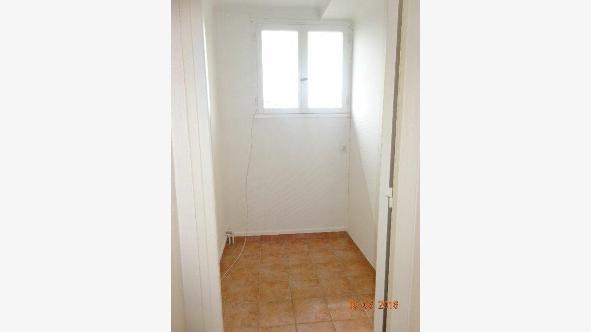 Location Appartement 4 pièces à Roissy-en-Brie - vignette-7