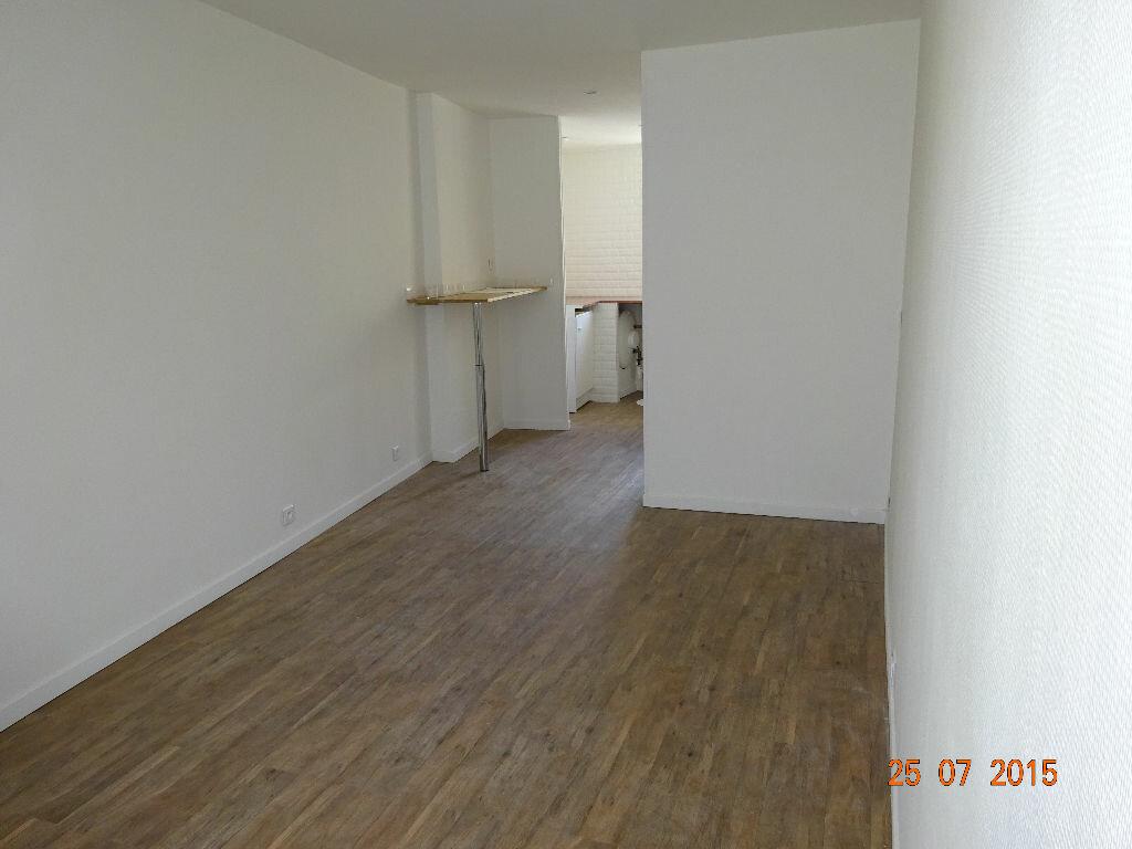 Location Appartement 1 pièce à Lagny-sur-Marne - vignette-1