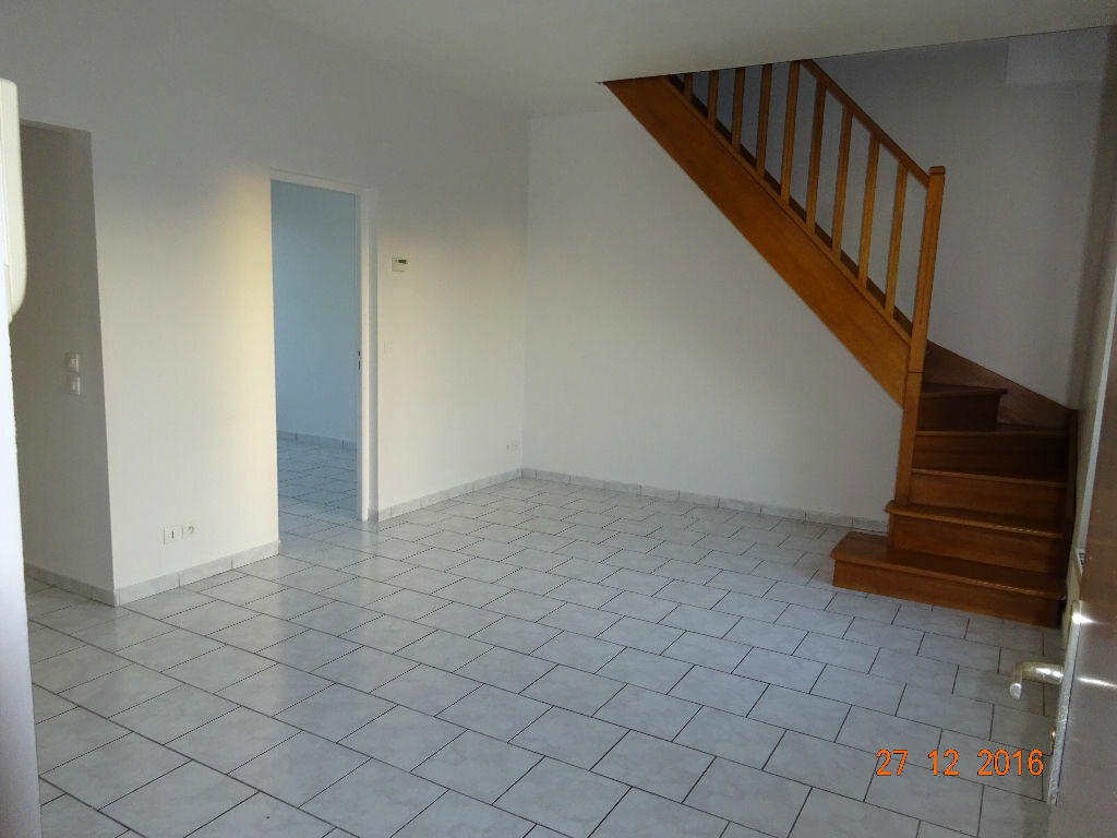 Location Appartement 3 pièces à Saint-Thibault-des-Vignes - vignette-1