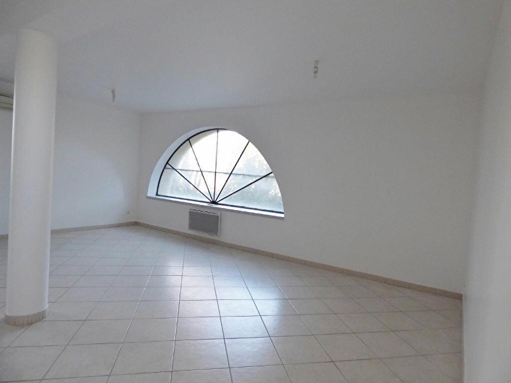 Location Appartement 4 pièces à Saint-Gilles - vignette-1