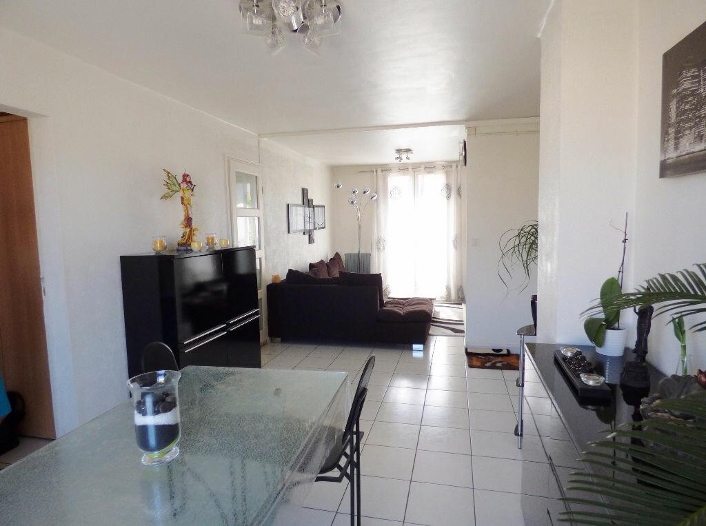 Achat Appartement 4 pièces à Nîmes - vignette-2