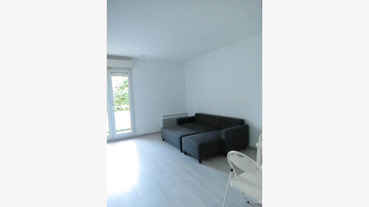 Location Appartement 1 pièce à Nîmes - vignette-1
