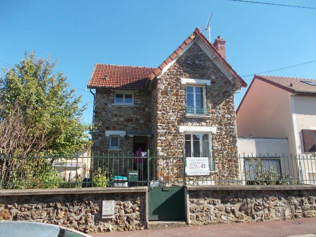 Location Maison 4 pièces à Montgeron - vignette-1