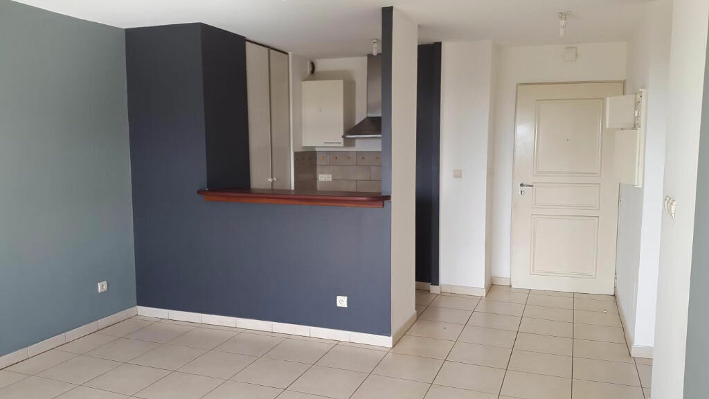 Location Appartement 2 pièces à Saint-Denis - vignette-4