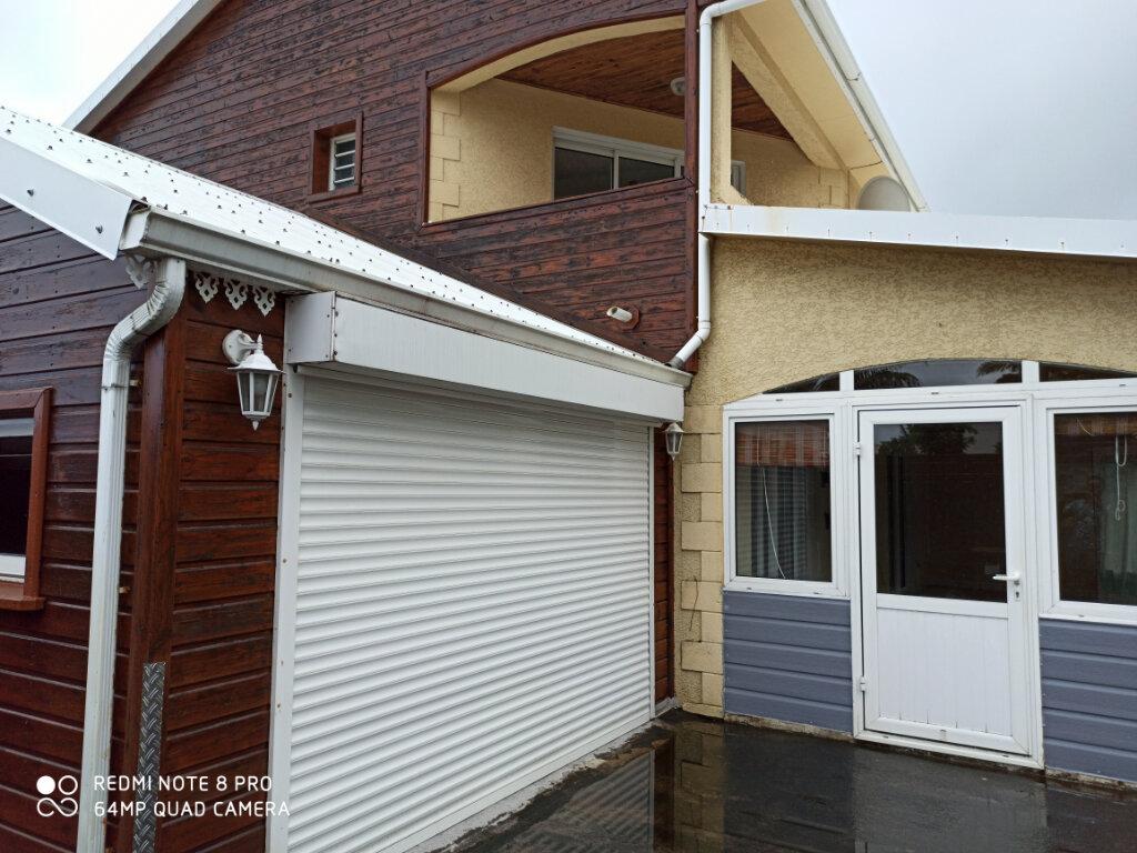 Location Maison 5 pièces à Saint-Joseph - vignette-1