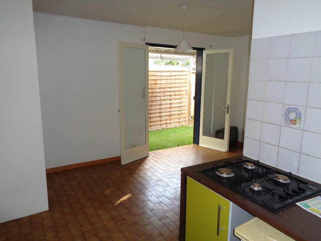 Achat Appartement 1 pièce à Saint-Pierre - vignette-1