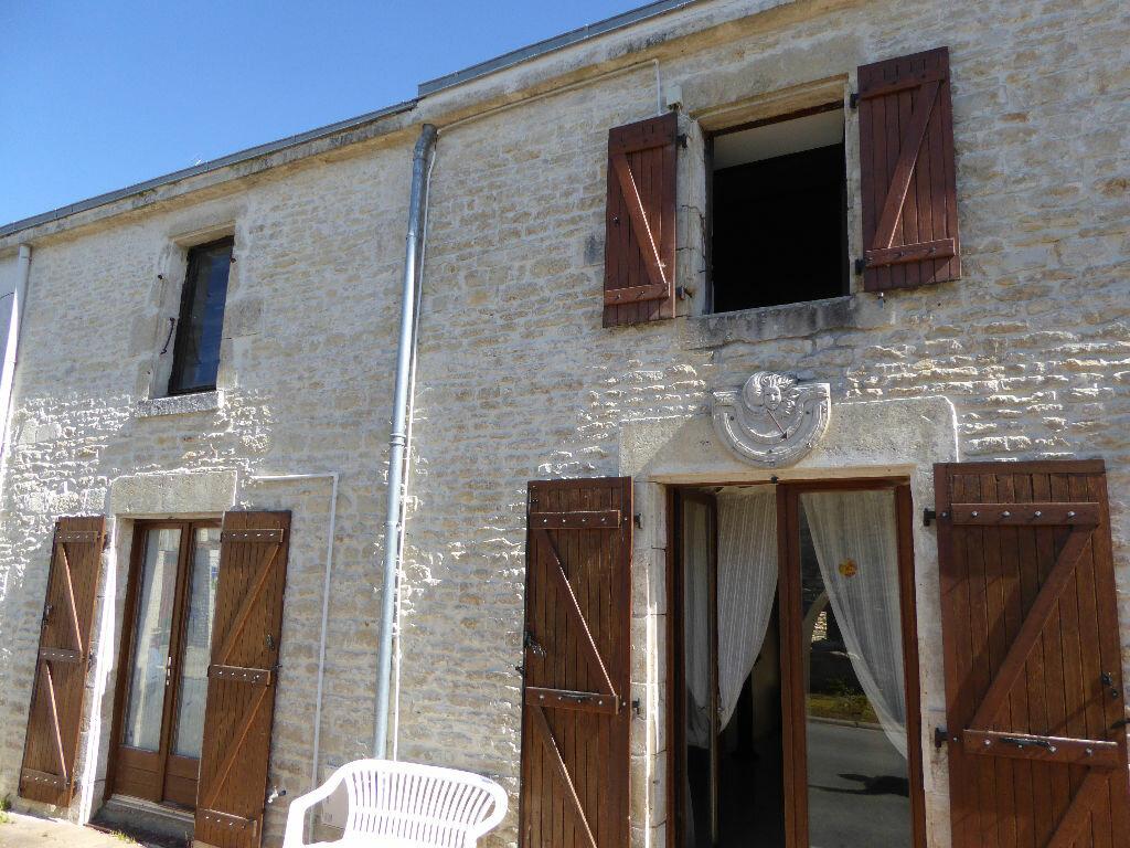 Achat Maison 5 pièces à Saint-Hilaire-la-Palud - vignette-1