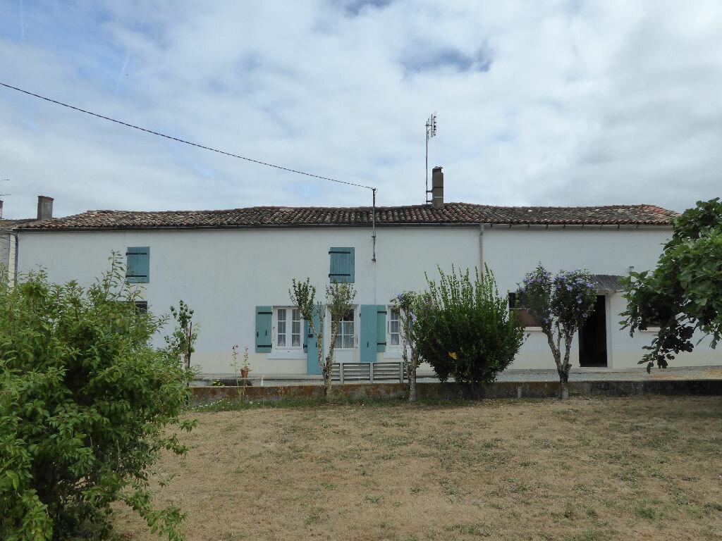 Achat Maison 4 pièces à Saint-Hilaire-la-Palud - vignette-1