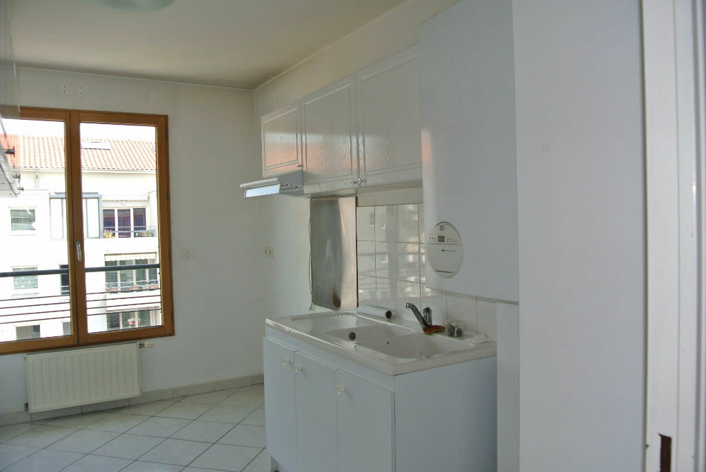 Achat Appartement 4 pièces à Bron - vignette-2