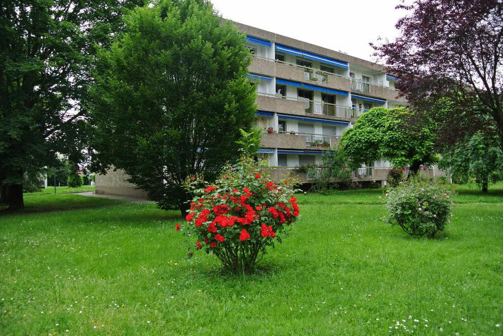 Achat Appartement 4 pièces à Bron - vignette-1