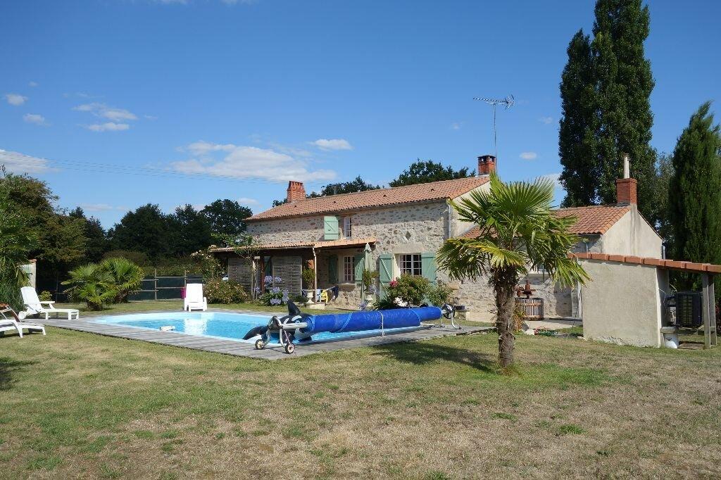 Achat Maison 7 pièces à Saint-Avaugourd-des-Landes - vignette-1