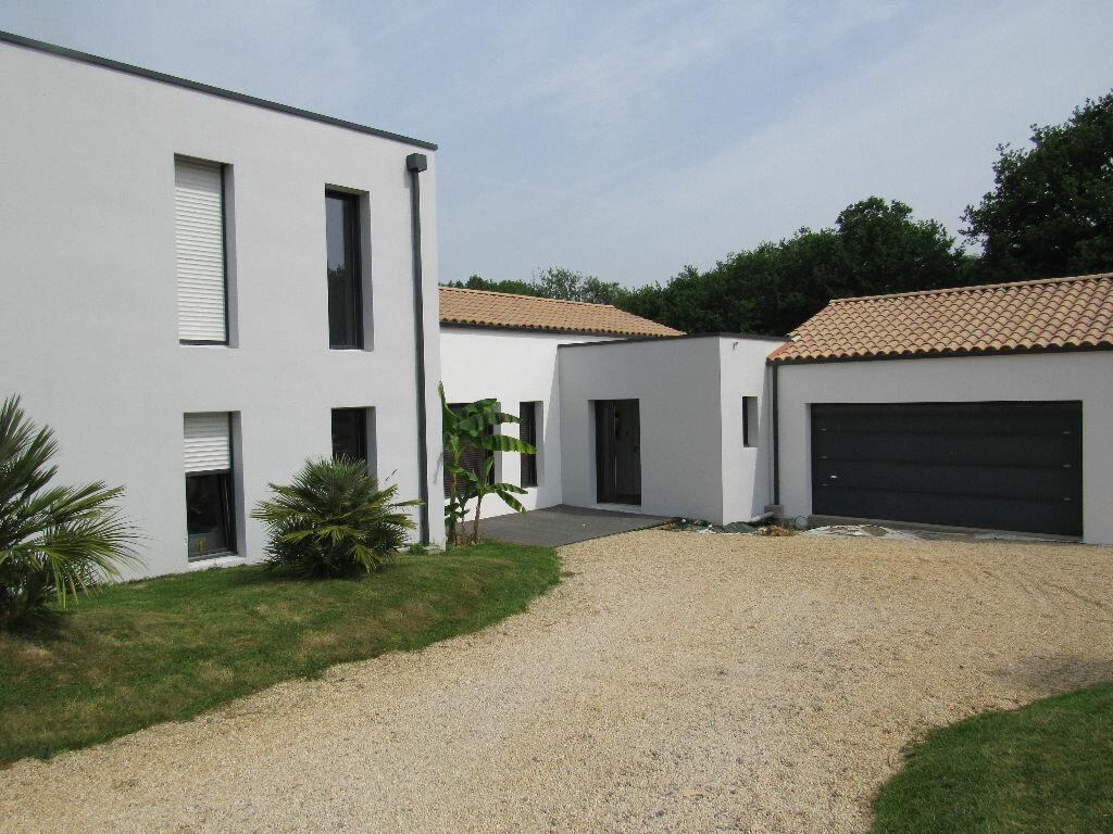 Achat Maison 7 pièces à Sainte-Foy - vignette-1