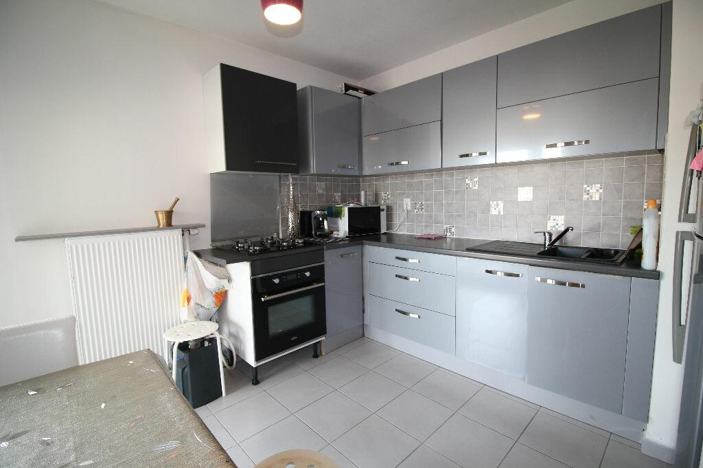 Achat Appartement 2 pièces à Vaulx-en-Velin - vignette-1