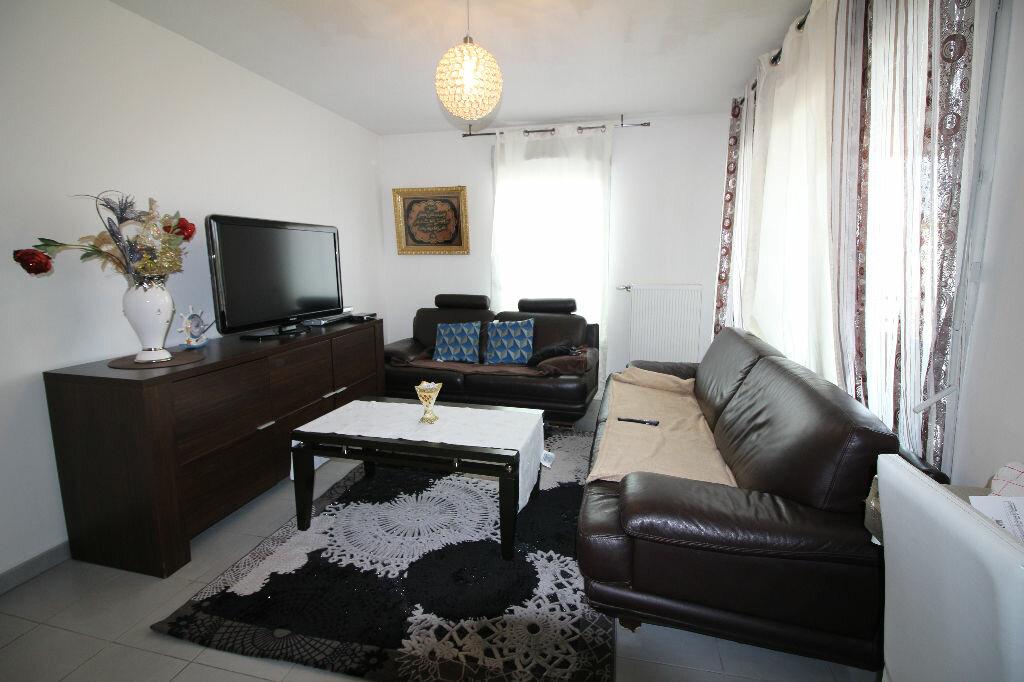 Achat Appartement 2 pièces à Vaulx-en-Velin - vignette-2