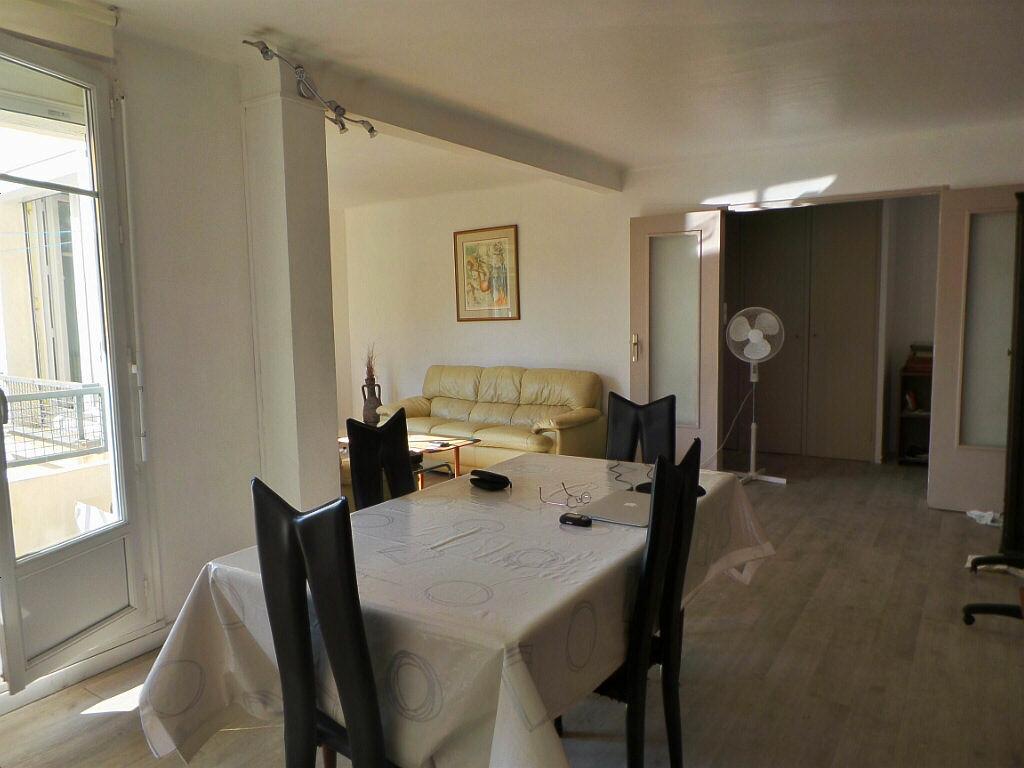 Achat Appartement 4 pièces à Marseille 4 - vignette-2