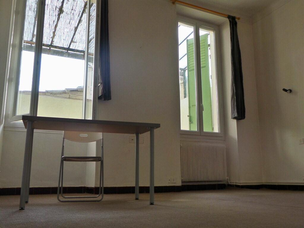 Achat Appartement 4 pièces à Marseille 6 - vignette-4
