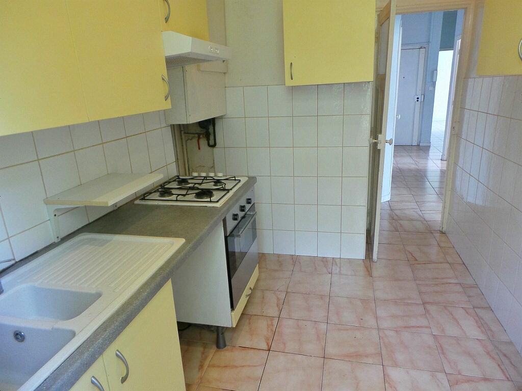 Achat Appartement 4 pièces à Marseille 6 - vignette-3