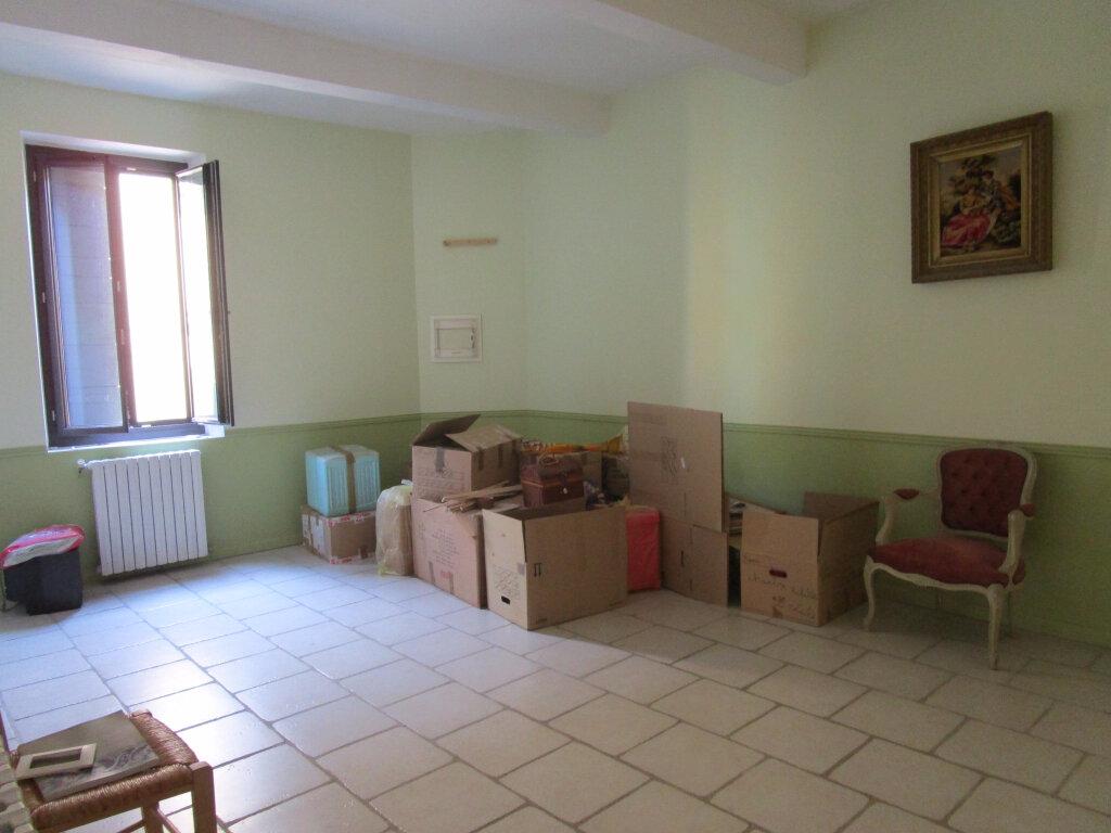 Achat Maison 7 pièces à Entraigues-sur-la-Sorgue - vignette-12