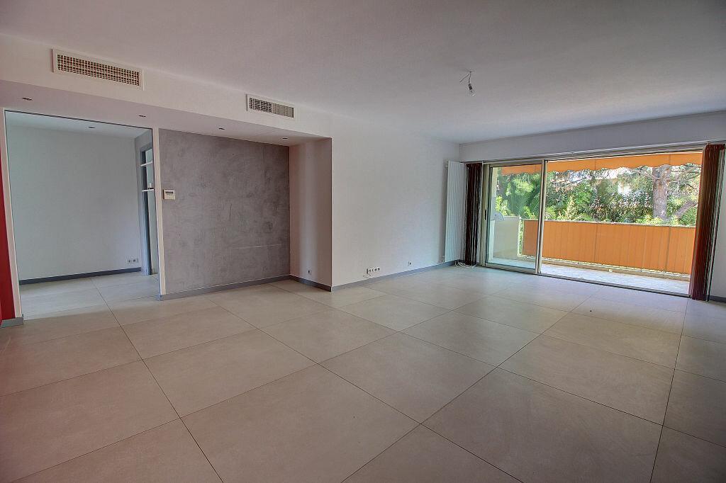 Achat Appartement 4 pièces à Antibes - vignette-2