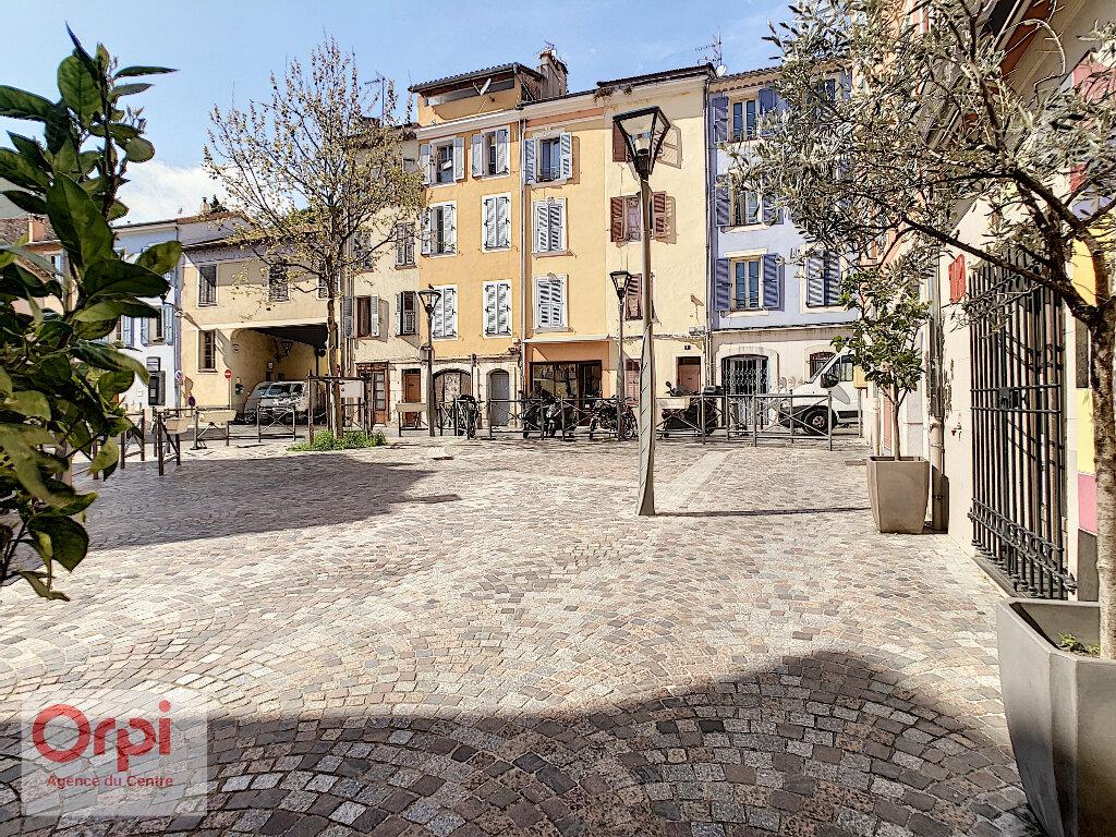 Location Appartement 1 pièce à Vallauris - vignette-1